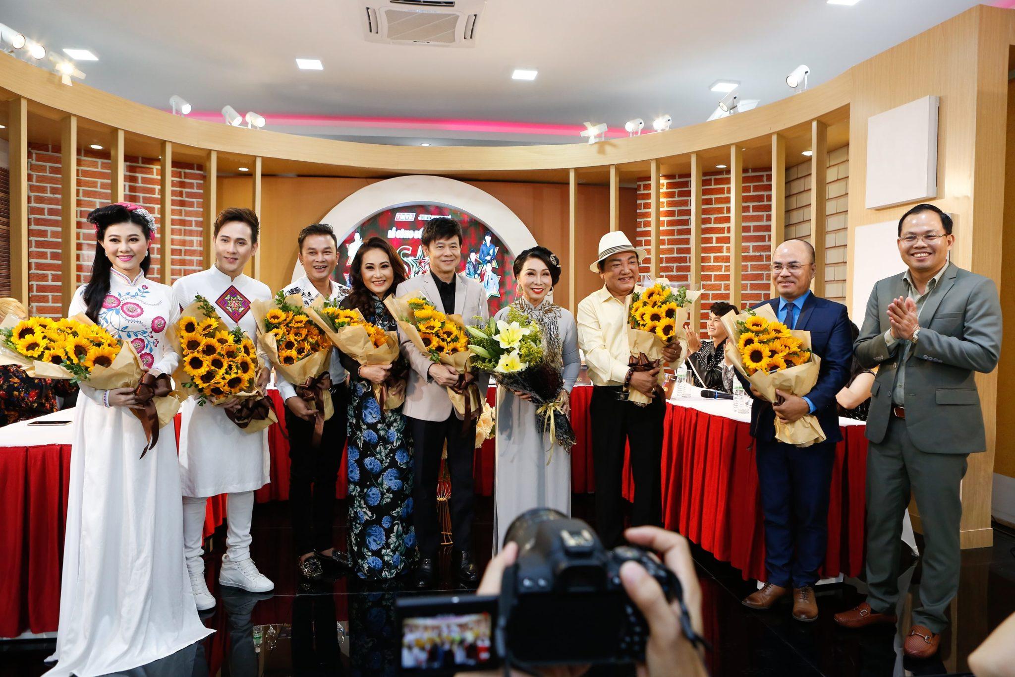 Giam doc Jet Studio tang hoa (1)
