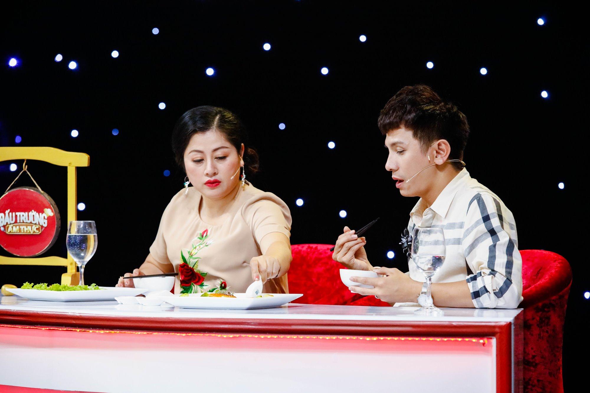 Giam khao Tinh Hai - DinhToan nem mon an (4)