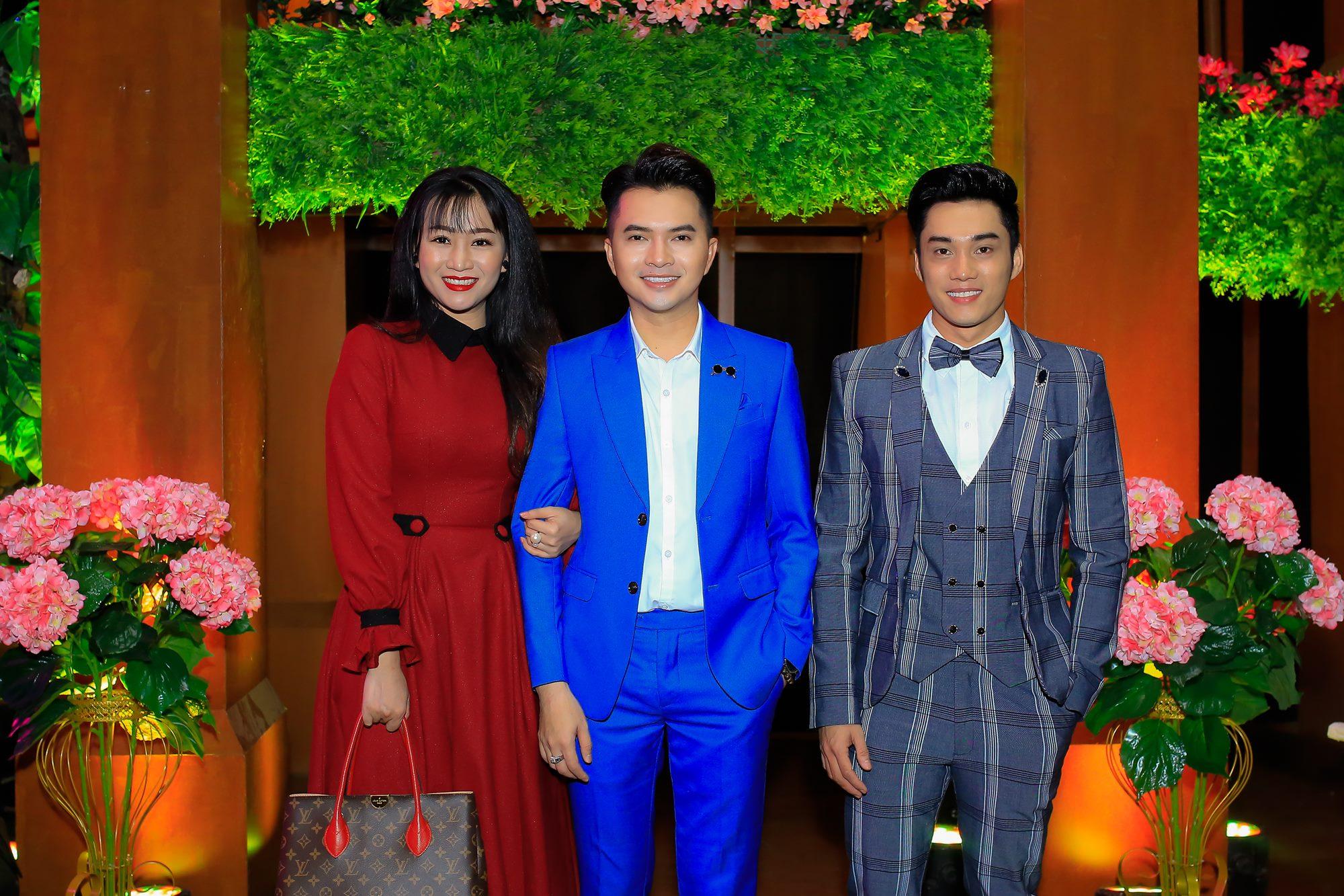 Ca si Nam Cuong, thi sinh Phuong Trang, Ngoc Son (3)