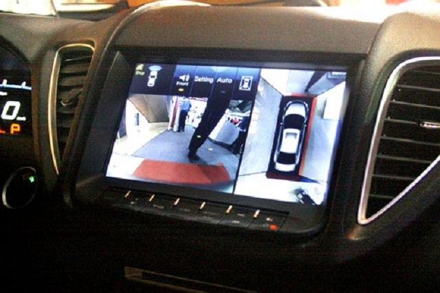 Camera giúp bạn có thể điều khiển xe an toàn ngay cả khi diện tích nhỏ hẹp